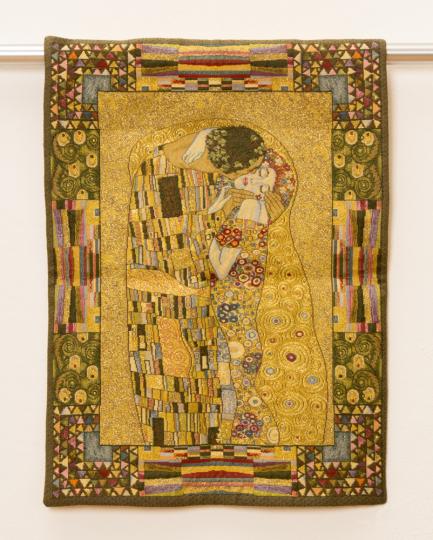 Gobelin Wandbehang Gustav Klimt »Der Kuss«.